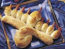 יצירה לחנוכה - הכנת לחם בצורת חנוכייה