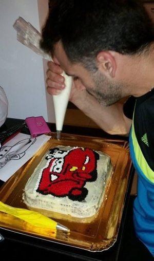 הכנת עוגת יום הולדת